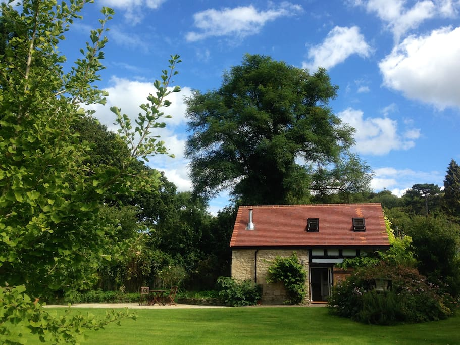 Shamba Barn - Grade II listed old apple barn