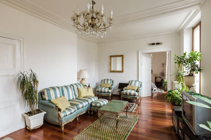big cosy room in REpublique