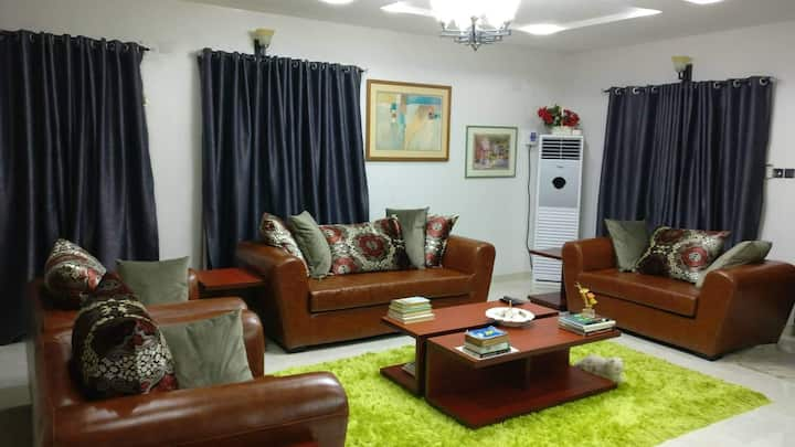 Exquisite, Luxury & Spacious 2 Bedroom Terrace Apt