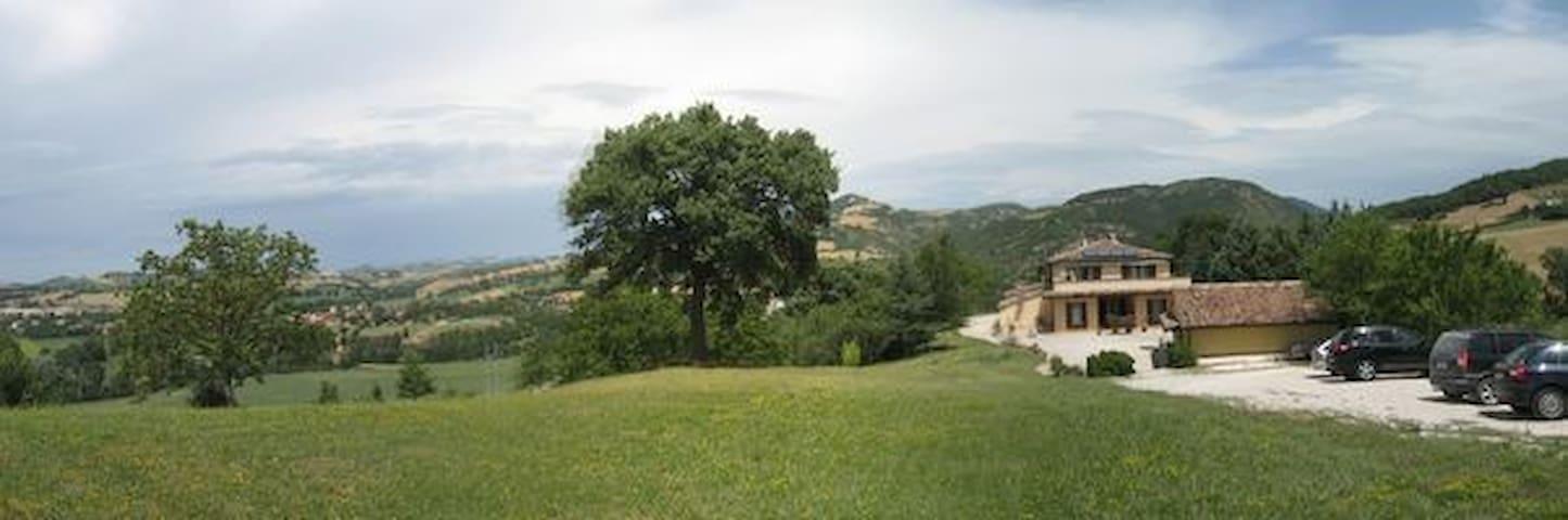 la villa vista dalla collina