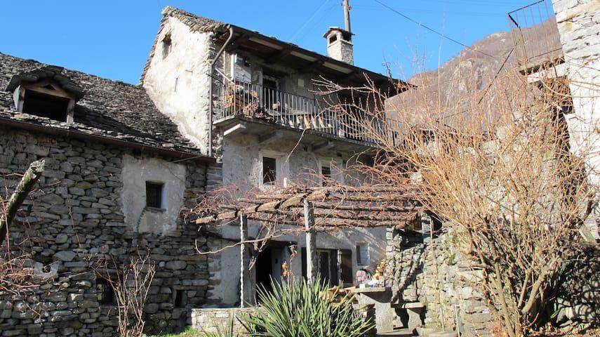 Typisches Tessiner Rustico Steinhaus - Avegno - Casa de férias