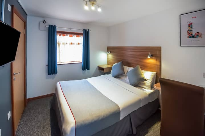 Standard Double Room in OYO Arinza Hotel
