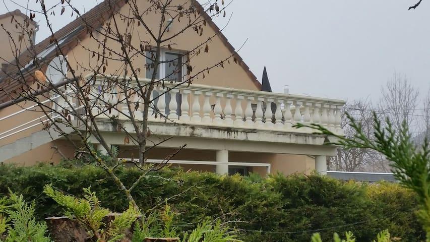 Logement à 10 mn du centre de dijon - Chenôve - Appartement