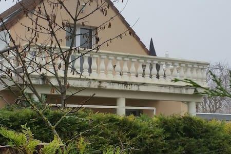 Logement à 10 mn du centre de dijon - Chenôve - Apartamento