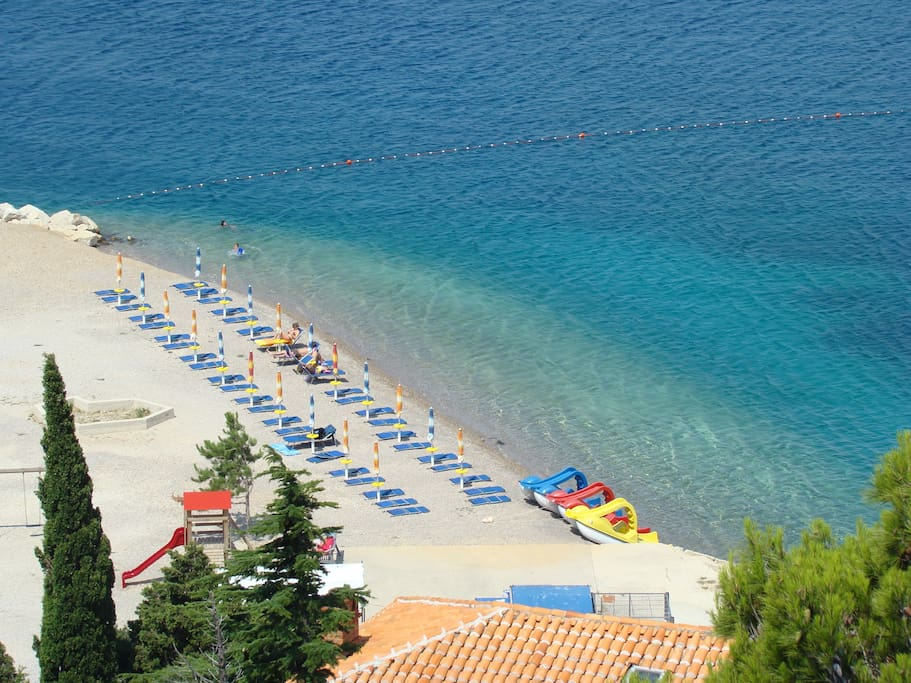 Main Beach is 100 m from the Villa