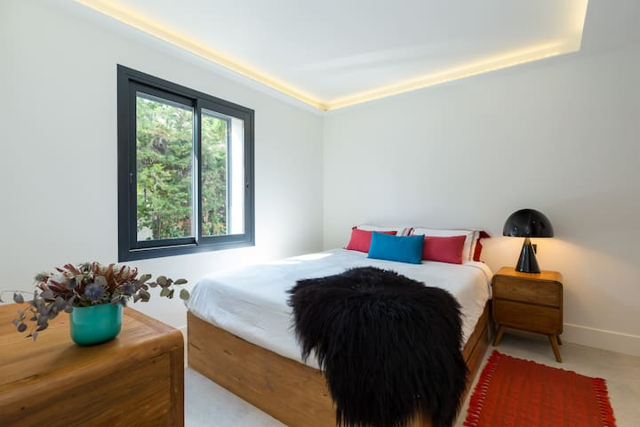 Sophia Antipolis bedroom with bath - Biot - Villa