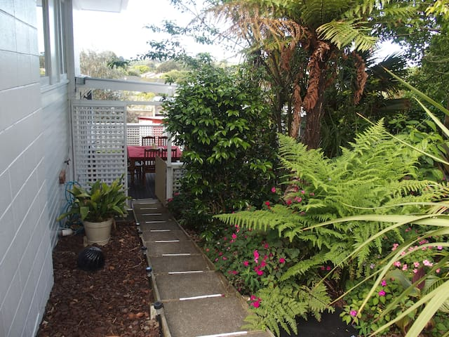 Sunny, comfortable, private flat - Waiuku - Flat
