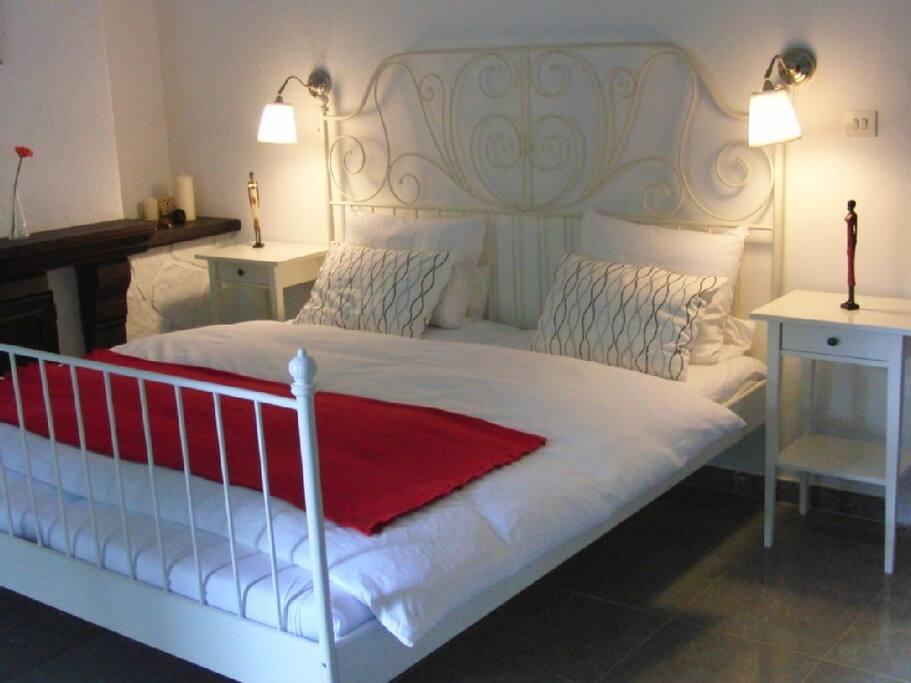 1. Schlafzimmer inkl. eigener Terrasse