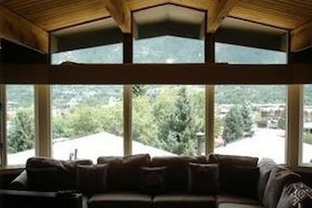 Ski-In Ski-Out Holiday on Aspen Mountain! - Aspen