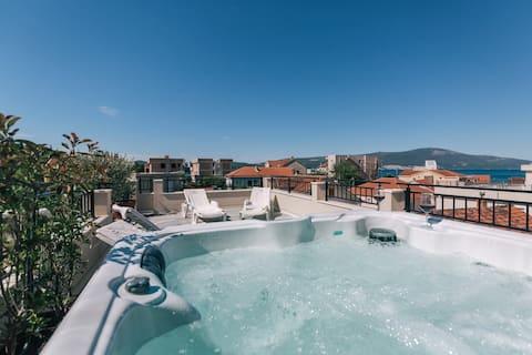 5 min to Porto Montenegro. Free jacuzzi & beach