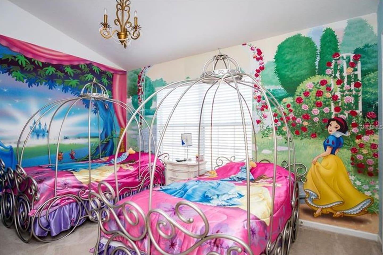 Your little princesses will love the princess room! Make dreams come true! Book today