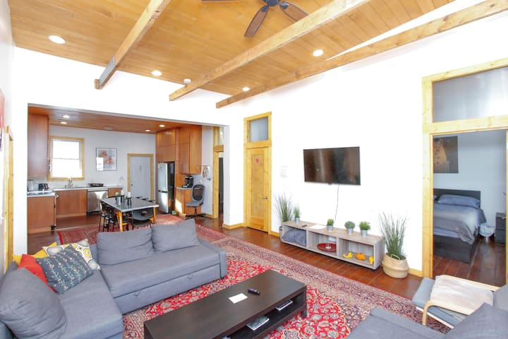 HUGE 3 br 1500 sq ft Loft Historic Walkers Point