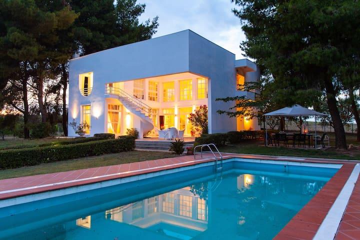 Πολυτελής Βίλα με πισίνα