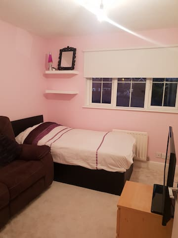 Luxury room- Sofa and Bed, 5 min from tube st.