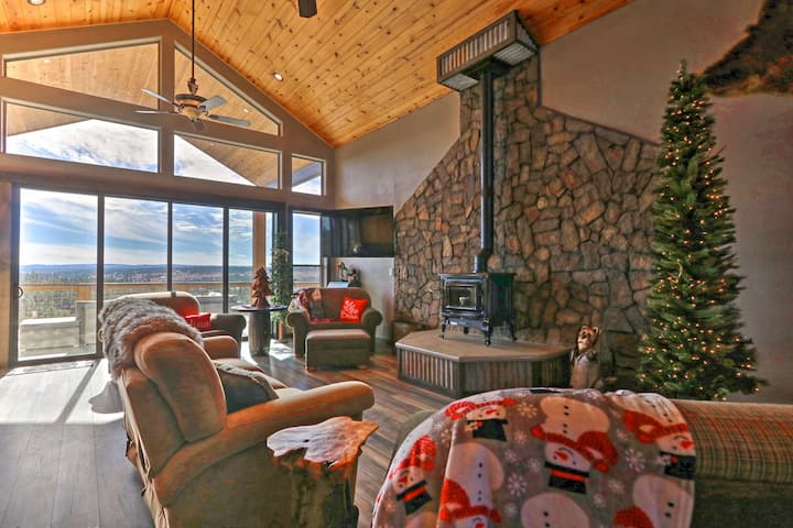 Luxe Lodge-Style Cabin w/Views in AZ High Country!