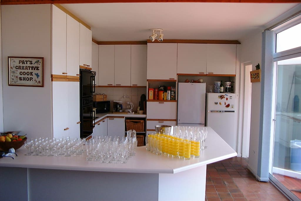 Kitchen, ready for a party!