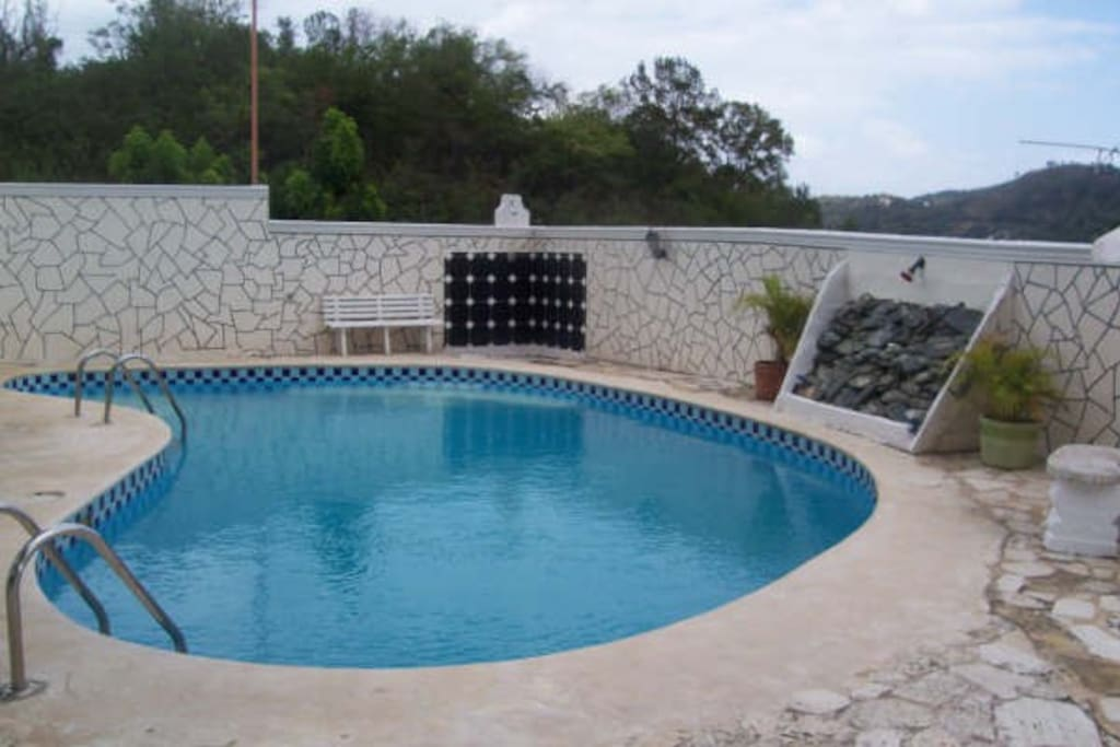 Piscina, Area de BQQ y mini Bar.