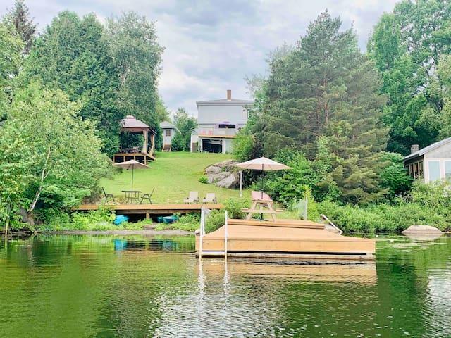 ★ Cozy Loft - Lake Front w/ sauna & kayak ★