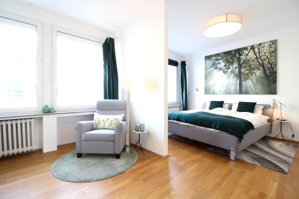 Großes Schlafzimmer | Spacious bedroom
