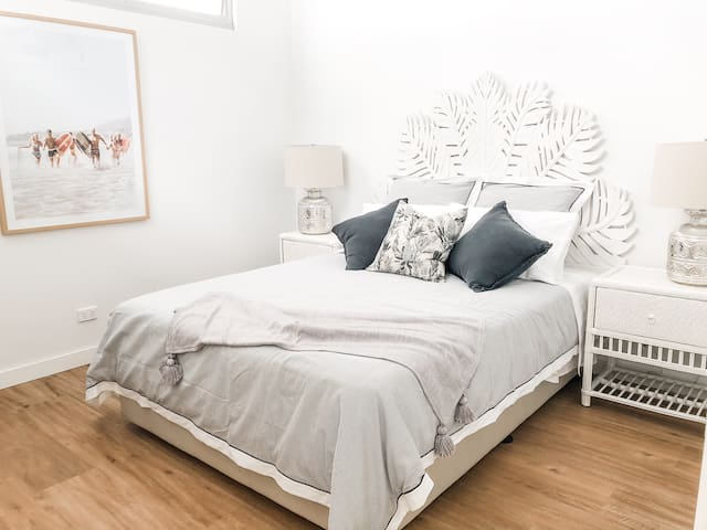 Full size Queen bed with exceptional quality mattress and bedding