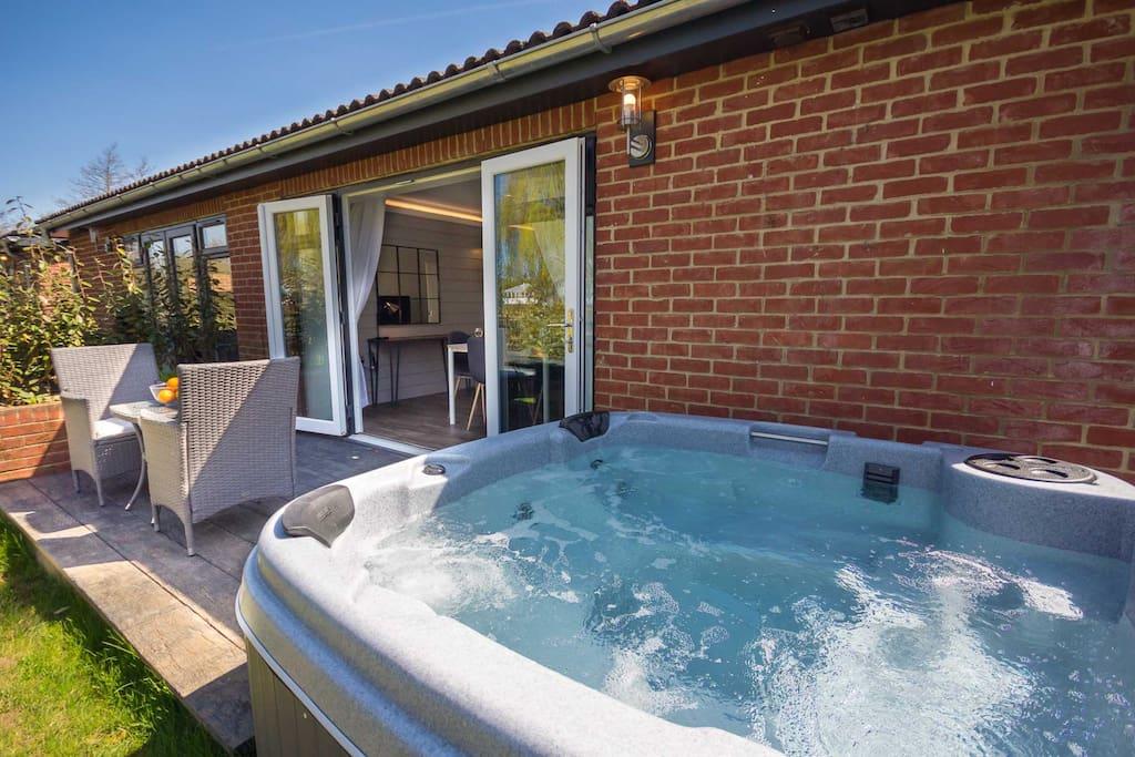 Hot tub in back garden