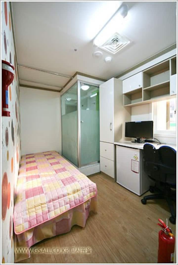 A cozy accommodation 2. (Near subway&airport bus)