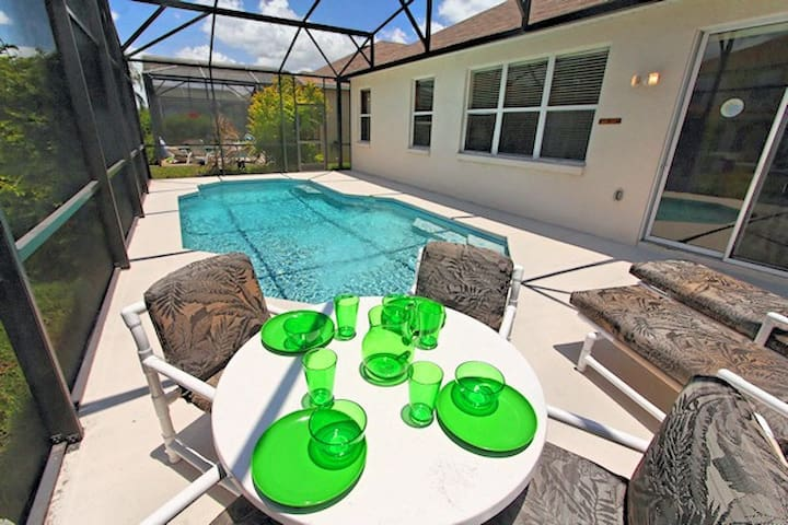 Deluxe pool home with games room, 2737