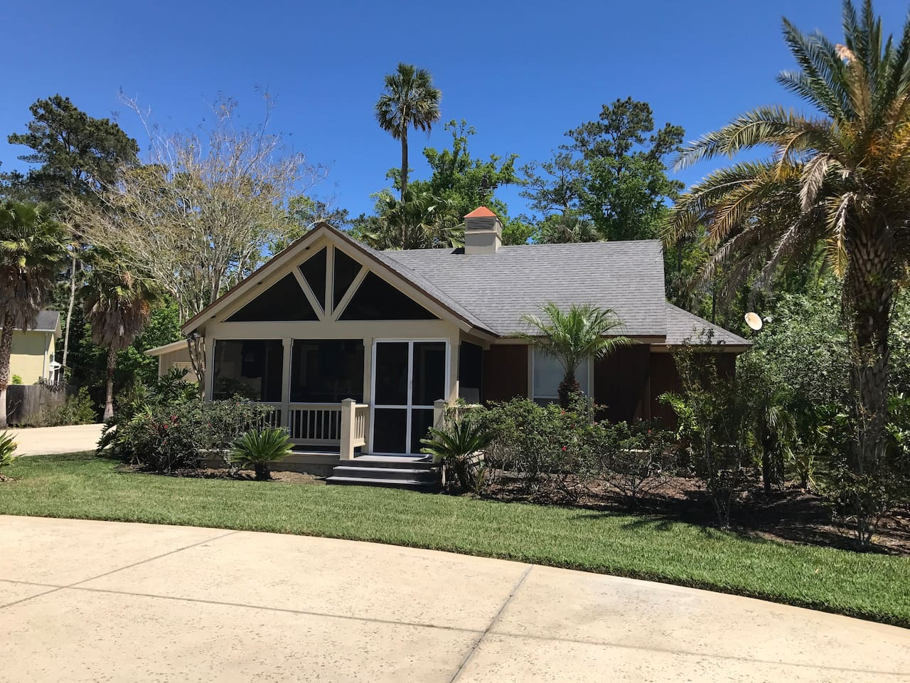 Charming Palm Valley Cottage on 2 Acre Mini Estate