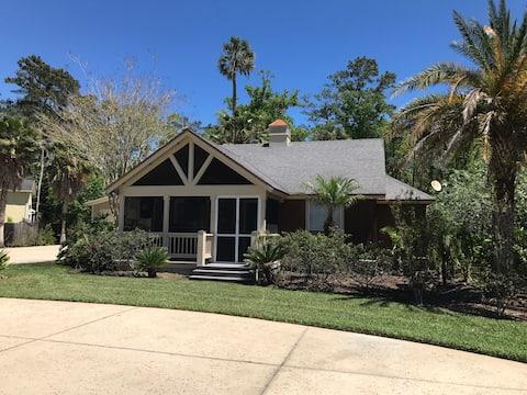 Charming Palm Valley Cottage. Super-hosts