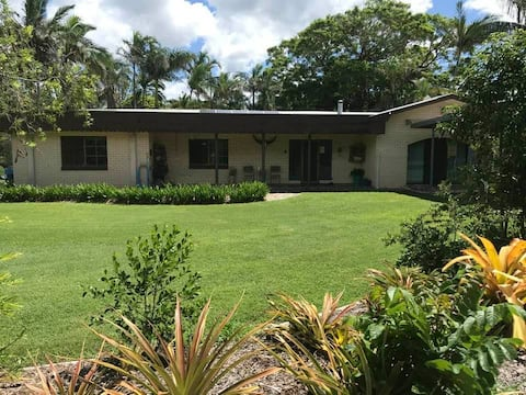Ellimatta Lodge - 9 bed house near Bundaberg!