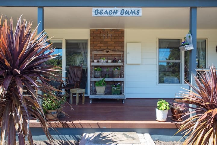 Rye Back Beach Retreat (Beach Bums)