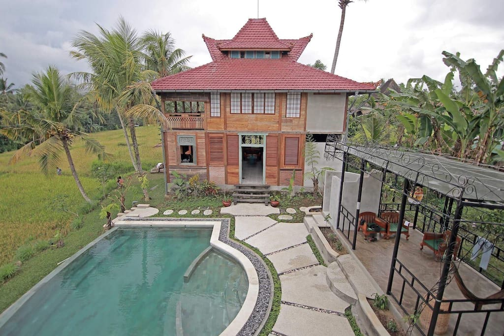 Infinity pool shared with one other villa ~ Perfect to watch the sunset with spectacular view across the rice fields