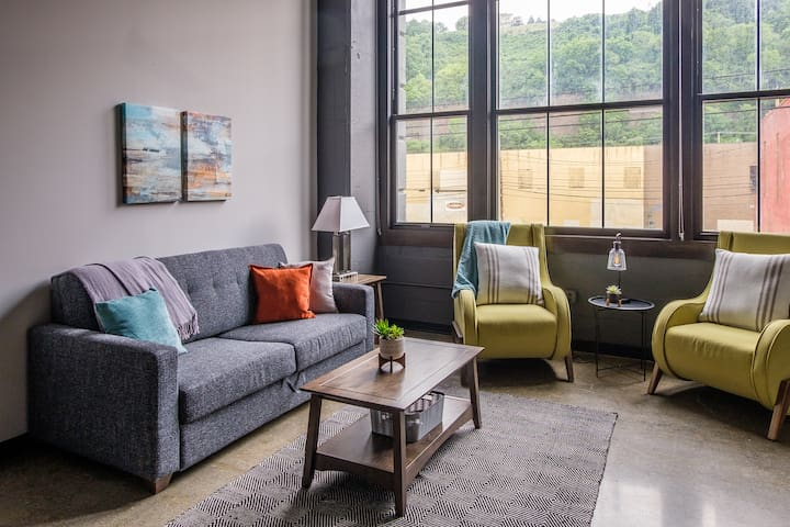Spacious 1BR in the Strip District