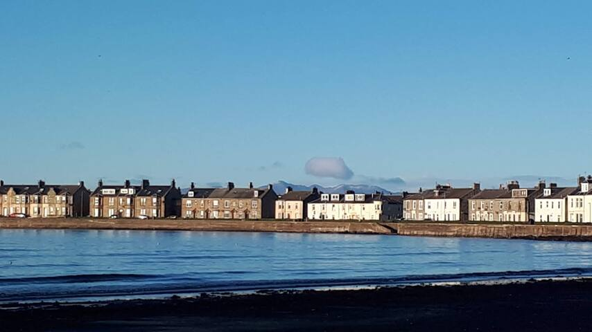 Cosy coastal apartment on Troon seafront
