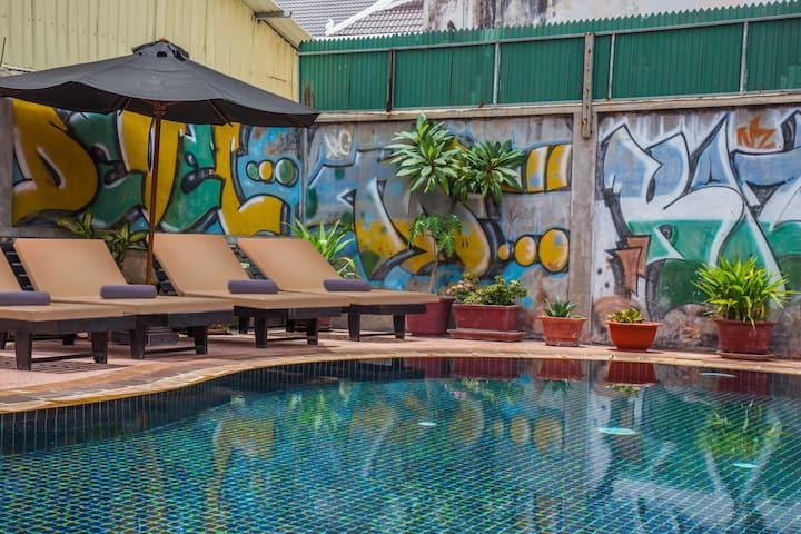 Twin beds+Breakfast+ pick up@Side walk hotel
