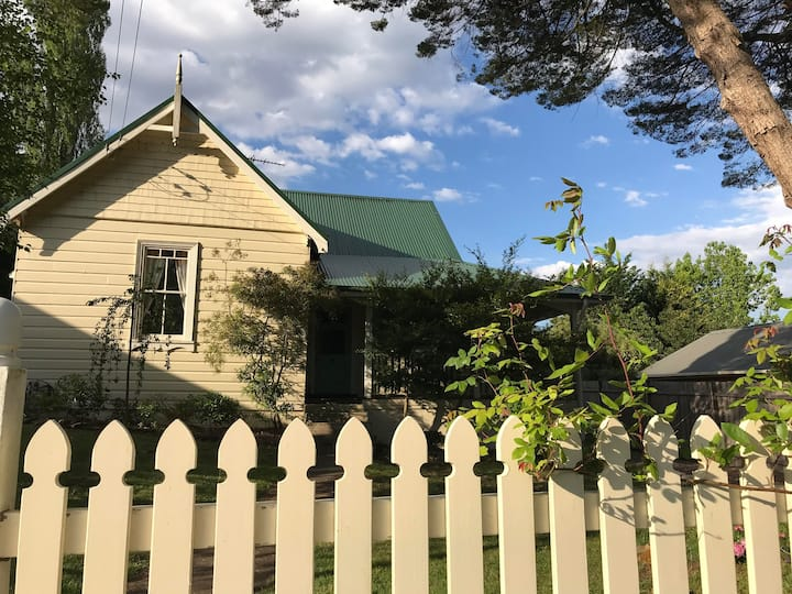 Bonnie at Leura: bright charming cottage near Mall