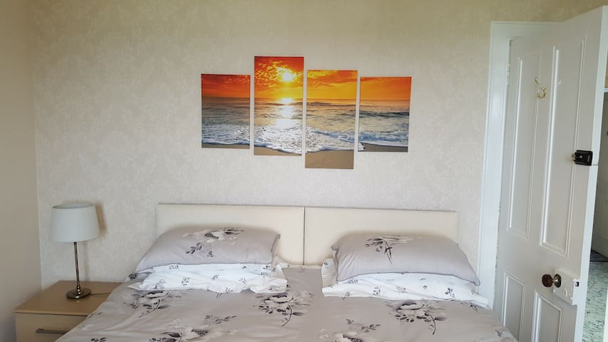 Forth Bay Guest House Rm7, breakfast included
