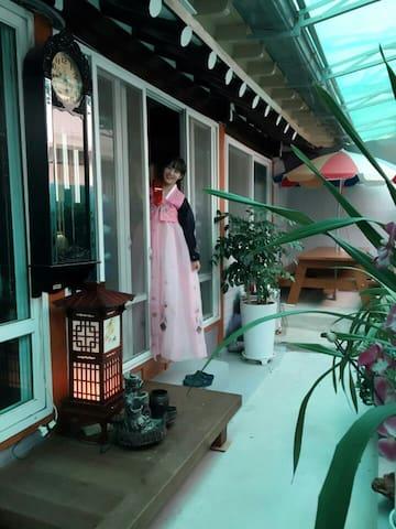 한국의 서민들이 즐겨살았던 곳, 동명동 게스트하우스 - Dong-gu - Huis