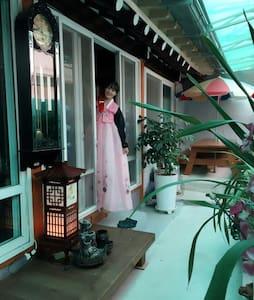 한국의 서민들이 즐겨살았던 곳, 동명동 게스트하우스 - Dong-gu