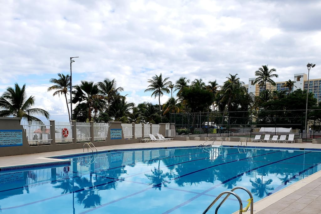 Beautiful Pool with Direct Access to Beach