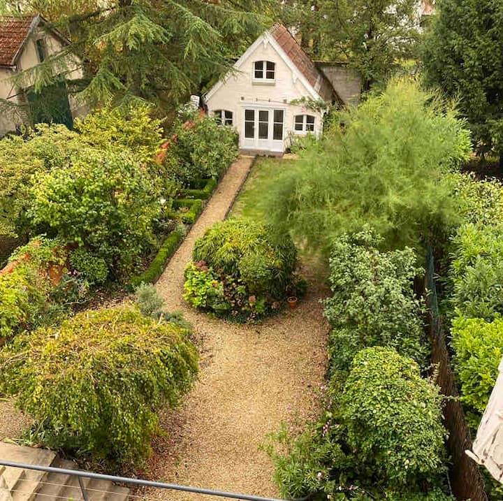 Maison au fond du jardin
