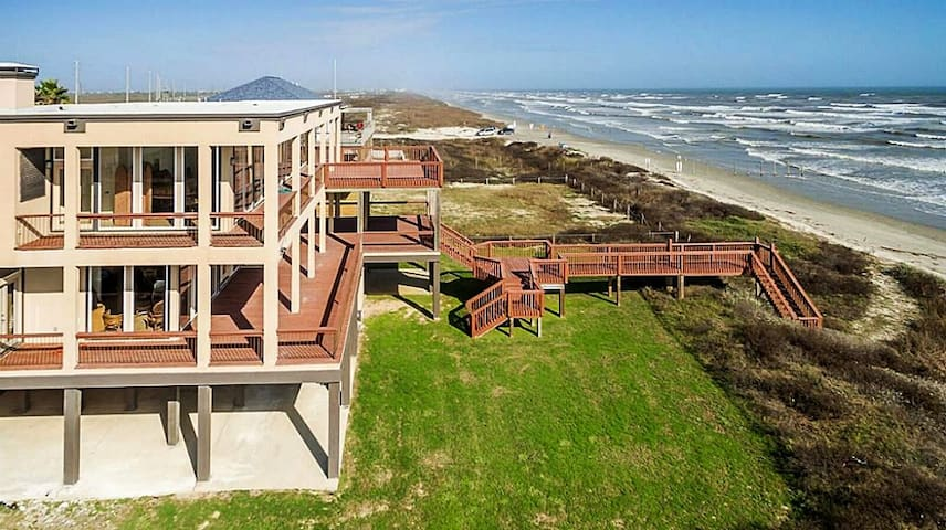 The Estate-Beachfront-Spectacular Views-Sleeps 25