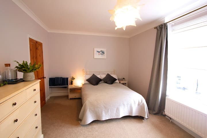 Relaxed, Spacious Double room: Bishopston/Horfield