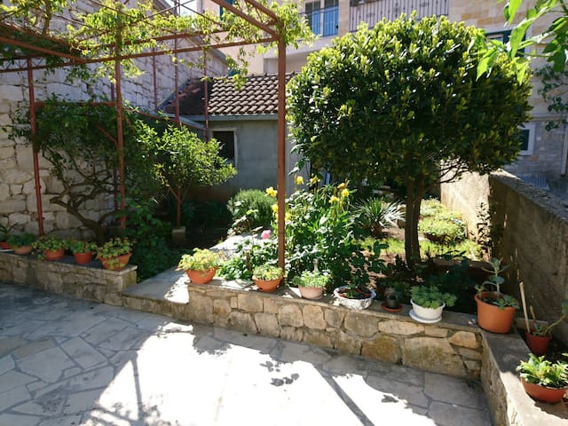 Cute apartment in old town Supetar