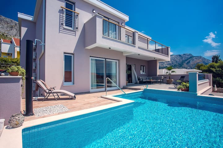 New! Villa Antares, 4 bedrooms, Pool with massage