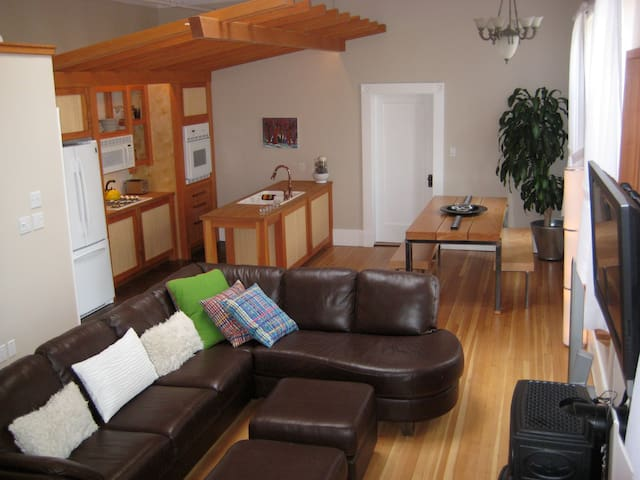 Luxury Loft in a Old Firehall 2 Bedrooms
