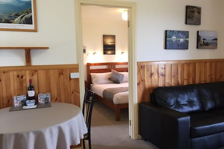 One Bedroom Cabin - Promhills Cabins, Wilsons Prom - Yanakie