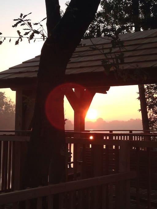 Le lever du soleil. The sunrise.