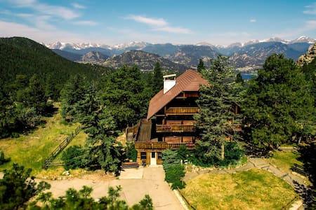 Ravencrest Chalet: Mountain Cottage (Right) - Estes Park