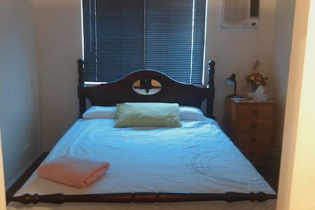 Queen Room  Close to CBD - South Mackay - House